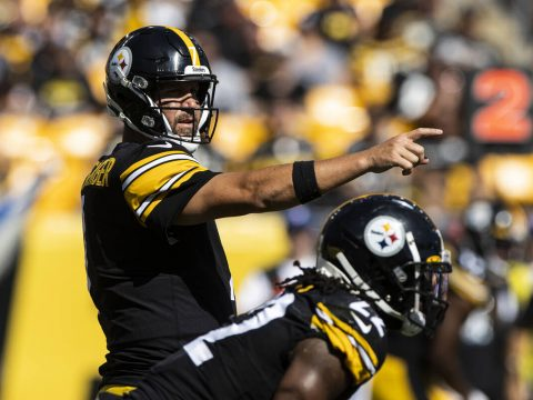 Pittsburgh Steelers quarterback Ben Roethlisberger (7) calls an audible in the second half duri ...