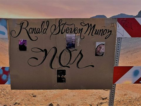 A cardboard sign in Summerlin marks the desert area where Ronald Munoz was found dead last mont ...