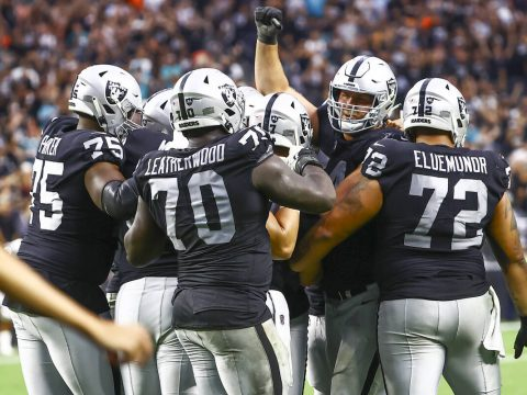 Raiders overcome themselves, Dolphins in 31-28 OT thriller