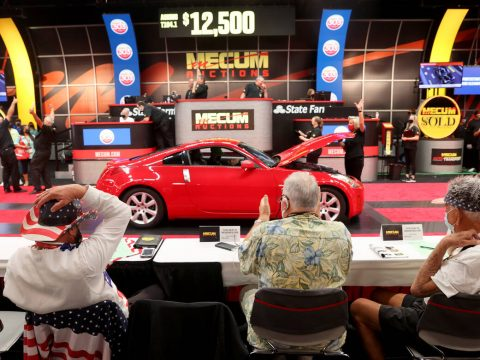 Bidders, including from left, Greg Prante of St. Louis, Mo, Jim Guck of Webster, N.Y., and Char ...