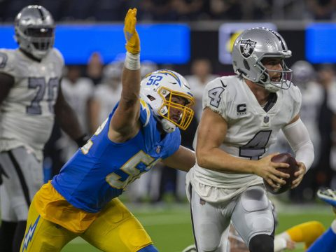 Raiders quarterback Derek Carr (4) looks for an open receiver as Los Angeles Chargers linebacke ...