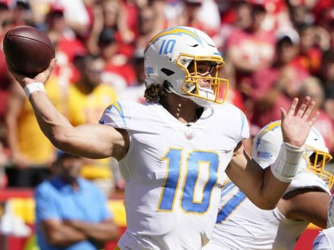 Los Angeles Chargers quarterback Justin Herbert (10) throws during the second half of an NFL fo ...